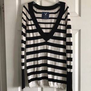 American Eagle Black and white shirt